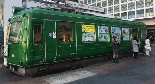 Starodobni vlak in turistično-informativni center se poleti iz Shibuye seli v Akito